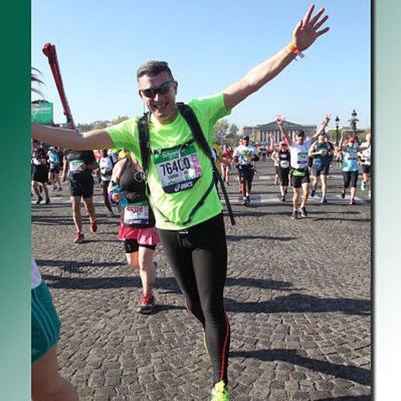 Père et fils courent le marathon de Francfort au nom des Restaurants du Coeur. Joignez vous à leur effort ici!